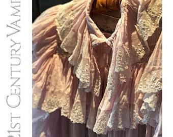 Antique Robe. Late Victorian to Edwardian. Belle Époque. Cotton and Lace Peignoir Deshabille. Boudoir. Romantic. 1890 1900