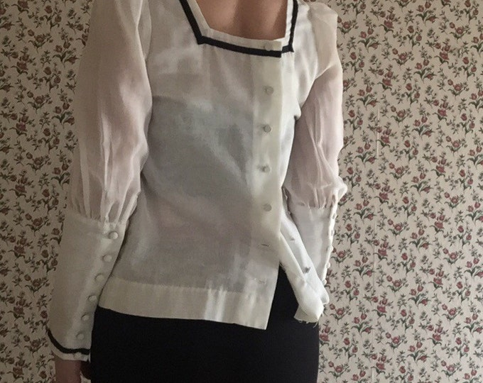 70s victorian inspired white cotton square neckline self covered button down puffy shoulder sleeve elizabethan long sleeve navy trim blouse