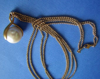 Spinning Orb Pendant Big Faux Pearl Statement Necklace - Mod Vintage 60s Long Double Rope Chain NAPIER Wishbone Spinner