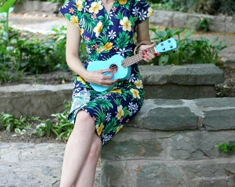 40s style summer dress in blue Hawaiian floral cotton, size L / Sarong dress / day dress / wrap dress