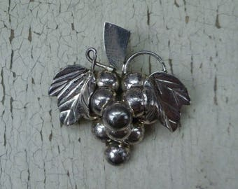 Grapes & Leaves Sterling Silver Brooch Pendant Pin. Vintage Mexican Silver, Made in Mexico, 925. Large Size.