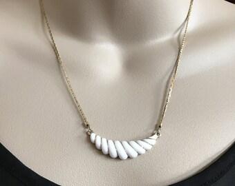 Vintage Avon White Goldtone Shell Necklace