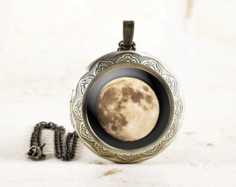 Full Moon Locket - Astronomy Locket, Original Moon Photo Locket, Lunar Jewelry, Astronomy Jewelry, Space Locket, Outer Space Jewelry