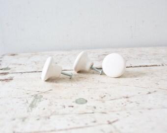 Vintage White Drawer Pulls Drawer Knobs Porcelain Drawer Hardware Set of Three Set of Three White Knobs Farmhouse Kitchen