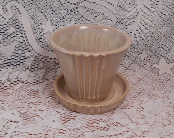 Small Vintage Variegated Tan Flower Pot Numbered 149S  USA Pottery