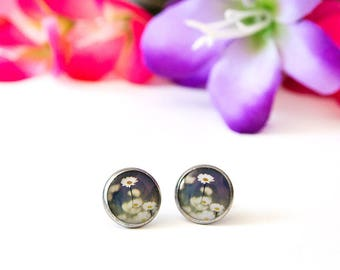 Daisy earrings / flower stud earrings. Purple and white post earrings. Nature inspired resin jewelry,photo jewelry,wearable art.