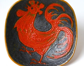 Vintage Ildiko Vardeak VIB Hungarian pottery bowl / wall plate, 1960s cockerel chicken bird Fat Lava studio pottery, mid century modernist