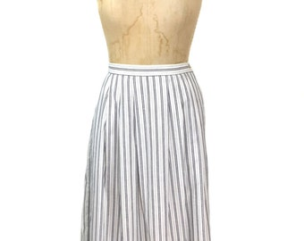 vintage 1980s striped cotton skirt / The Woolrich Woman / white navy blue / preppy / women's vintage skirt / tag size 10