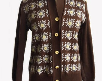 Vintage 60s Daisy Cardigan/ brown with white daisies/ floral top/ brown sweater/ spring fall top/ floral cardigan/ chocolate brown