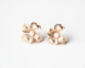 HG gold filled flower earrings with pearl center | Pearl jewelry | Gold filled screw back earrings | Floral jewelry |
