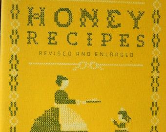 Old Favorite HONEY RECIPES, Vintage 1945 Cookbook, Am. Honey Institure, 52pp, Very Good Condition