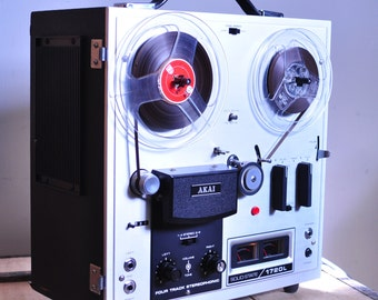 AKAI 1720L Stereo Reel to Reel magnetic Tape Player / Recorder