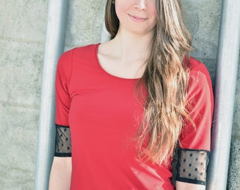 Stretch red and black top, with 3/4 sleeve