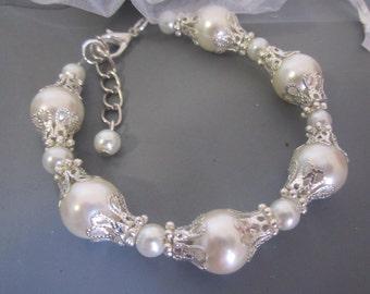 Vintage Style Bridal Bracelet, Pearl Wedding Bracelet, Bridal Jewelry, White Pearl Jewelry, Bridesmaid Gift