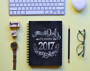 FREE SHIPPING Daily Planner 2017 | 12 Months Planner | Choose your start month | Chalk Illustrated Quotes planner