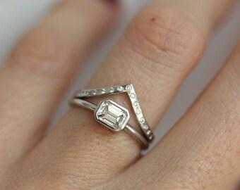 Diamond Ring Set, Set of Diamond Rings, V diamond Band With Emerald Diamond Ring, White Gold Diamond Rings, Wedding Ring Set, Minimalvs