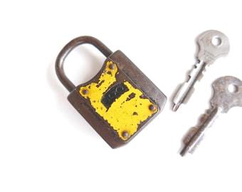 1950s padlock with 2 keys / shabby chic