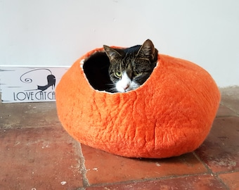 Larger size Orange Cat Bed Cave Cocoon Felted Wool pumpkin with FREE Ball