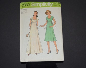 Vintage Simplicity Pattern 7882 - Complete and Uncut - Misses Sizes 6 and 8 - Empire Bodice - © 1977