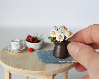 Daisies bouquet crochet dollhouse miniature 1/12 scale decor vase with five camomile collectable fairy garden tiny winy summer gift for her