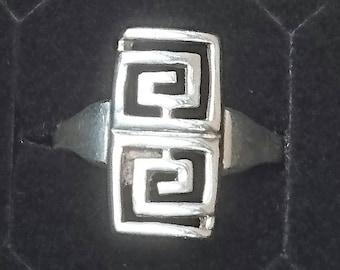 Vintage sterling silver Greek key design ring