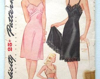 Vintage 40s Pinup Slip & Panties. Simplicity Sewing Pattern 1144.  Size 16