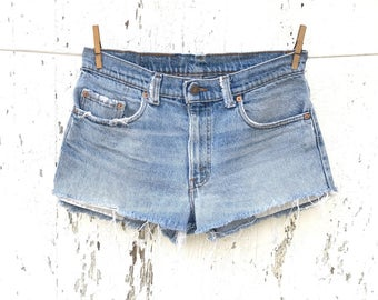 Vintage LEVIS Shorts 32 Waist High Waisted