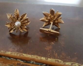 Vintage Gold Tone Flower & Pearl Cufflinks