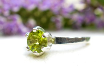 Natural Brilliant Cut Peridot Ring with 925 Sterling Silver *Free Worldwide Shipping*