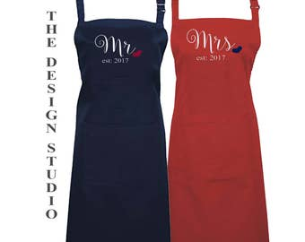 Bride and Groom, Mr and Mrs Aprons, Newlywed Gift, Wedding Gift, Bridal Shower Gift, Kitchen Apron, Couples Gift, Couples Apron, Set of 2