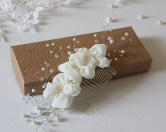Floral Hair Comb -Wedding Hair Combs -Bridal Hair Accessory -Flowers with Pearl Crystal Vine -Ivory Hair Flowers