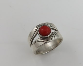 Vintage Sterlng Coral Ring.