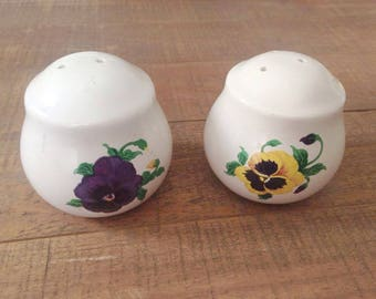 Pansy Salt and Pepper Shakers, Pansies, Salt and Pepper Shakers, Flower Salt and Pepper Shakers, Flower Kitchen