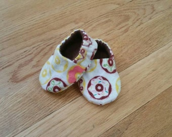 Donut baby booties, flannel slippers, lined soft sole shoes, gender neutral baby shower gift, food crib shoes