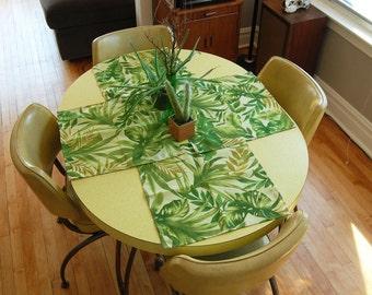 Vintage 1990s Leafy Palm Cloth Placemats / Leaf Print Napkins / Botanical Table Linens / Green Tropical Leaf Placemats (Set of 5)