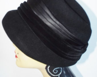 Vintage Hat WWII 1940's Black Wool Velvet and Satin Shaped Formed Hat By Manning