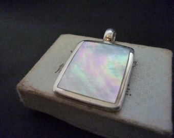 "A stunning mother of pearl pendant - 925 - Sterling Silver - Full UK Hallmark - 1.5"" x 0.9"""
