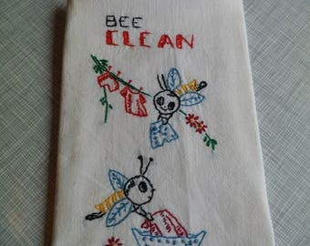 """Vintage Hand Embroidered Flour Sack Cotton Dish Towel """"Bee Clean"""" 19 x 37"""""""