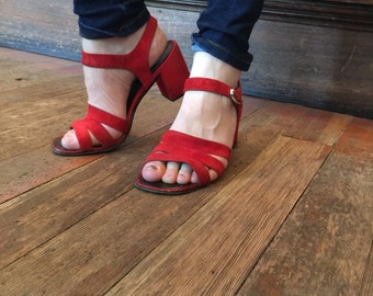VTG 70's Red Suede Strappy Sandals ~ Chunky Heels Size 7-7.5