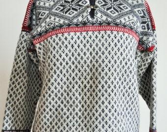 Vintage Norwegian Sweater / Norway pure wool / Women / Men / Silver clasp / Small / S / Nordic / Scandinavian / Pullover / White /Winter