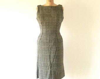Vintage 1960s Houndstooth Plaid Wiggle Dress Black and White Sleeveless Wool Sheath XS/S
