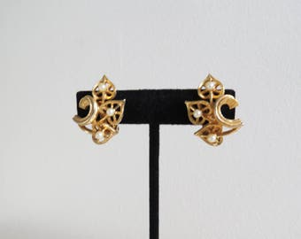 1950s 1960s Vintage Earrings - Goldtone with Pearls Clip On - Midcentury Costume Jewelry
