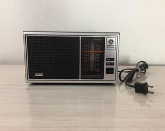 Mid Century Vintage General Electric AM/FM Radio Model Number 7-4115A ~ Excellent  Working Condition