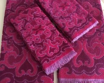 FABULOUS Vintage Pink and Purple Bath Towel Set