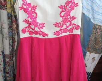 Pink cream dress with embroidery detail REF 580