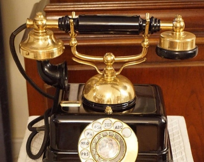 Antique Style Pedestal Phone