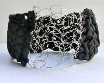 Black crochet bangle | crochet paper bangle | crochet jewelry | handmade paper bracelet | chunky bracelet | paper yarn | boho style