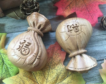 2pcs Carved Money Bag DIY Wood Charms Loose  Beads Supplier For Handcarfts Buddha Necklace Mala Home Decor Ornaments