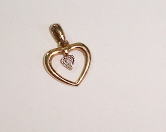 Fine Vintage 10K Yellow Gold Heart Necklace Pendant w/Tiny Diamond Accent