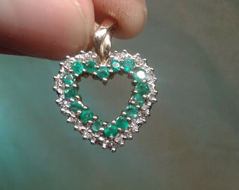 Beautiful sparkly emerald, diamond and 9ct gold heart pendant, nice valentines gift